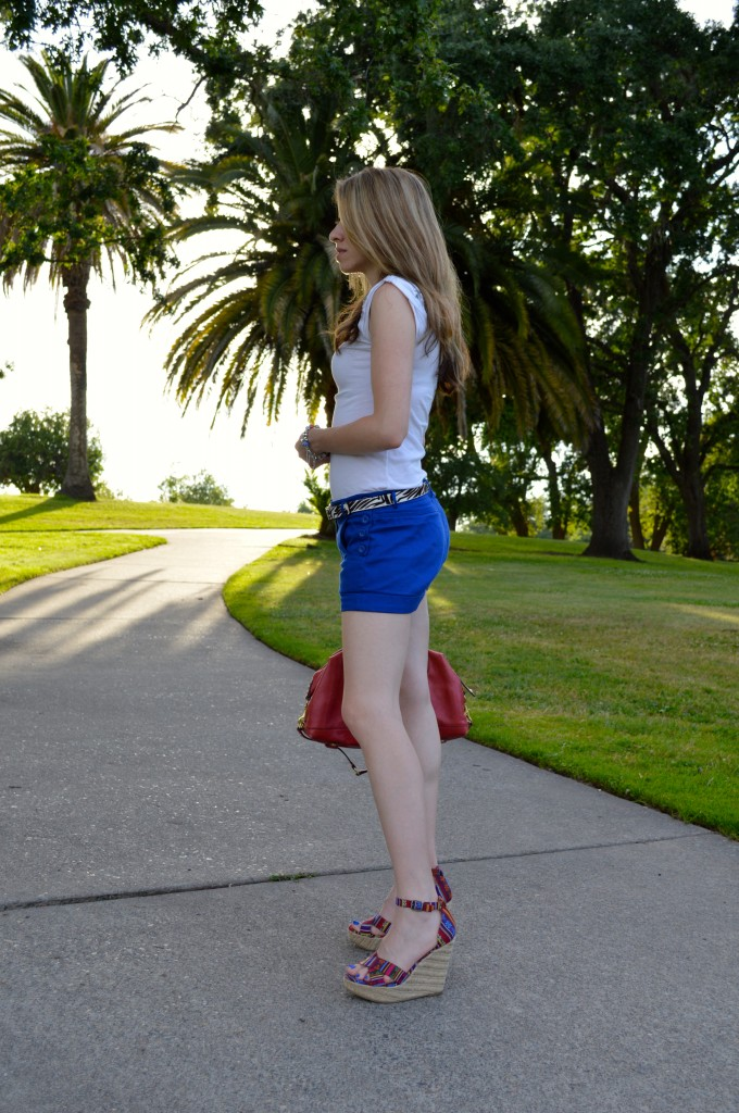 how to style blue shorts